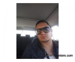 Single guy wants a girl that I can hook up with married or single?? - m4w - 32 - Downey CA